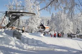 Wielka Racza w śniegu i słońcu.